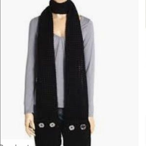 MICHAEL KORS Chunky Knit Black Scarf with Pockets